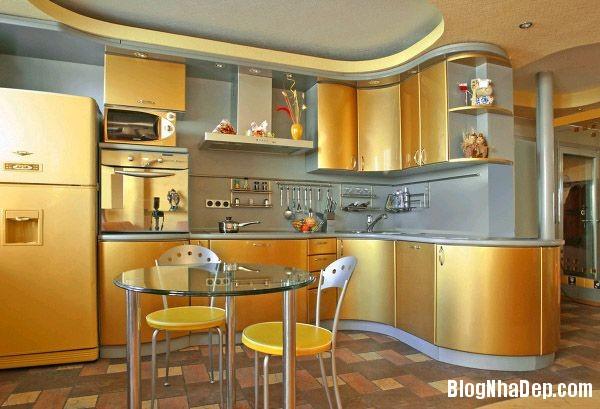 Đẹp và sang trọng với bếp trang trí ánh vàng kim loại