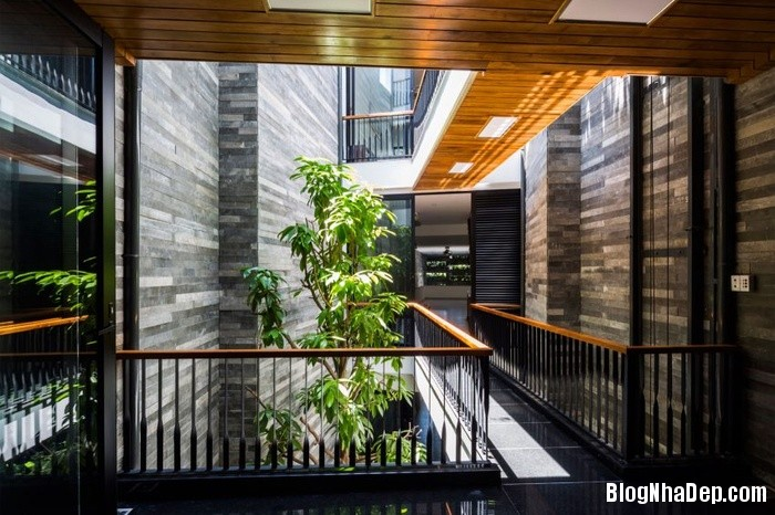 nha pho 4 tang ngap tran cay xanh o da nang 12 062800056 Mẫu ngôi nhà 4 tầng với vườn cây xanh mát quanh năm ở Đà Nẵng