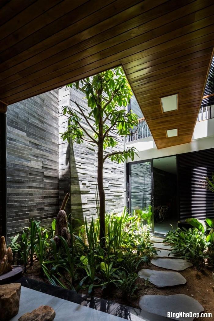 nha pho 4 tang ngap tran cay xanh o da nang 6 062800259 Mẫu ngôi nhà 4 tầng với vườn cây xanh mát quanh năm ở Đà Nẵng