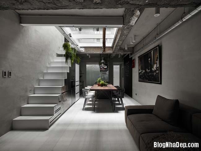 nha pho dep 3 tang 01 Cách cải tạo ngôi nhà 50 tuổi thành không gian ngập tràn ánh sáng