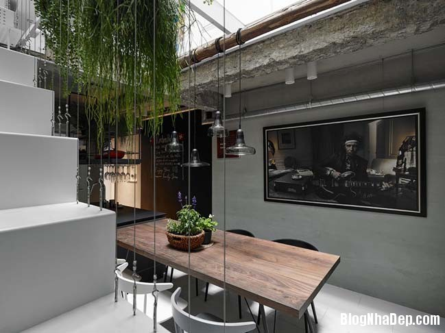 nha pho dep 3 tang 04 Cách cải tạo ngôi nhà 50 tuổi thành không gian ngập tràn ánh sáng