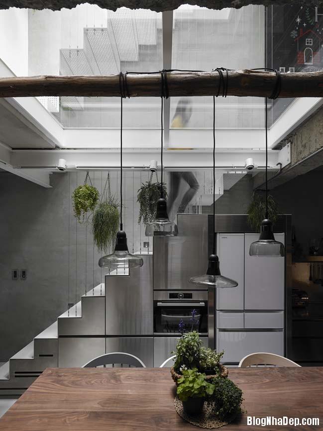 nha pho dep 3 tang 05 Cách cải tạo ngôi nhà 50 tuổi thành không gian ngập tràn ánh sáng