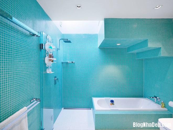 img20170517091031946 Phòng tắm với hai màu xanh – trắng ngọt lịm thách thức nắng hè