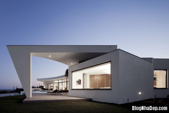 colunata house by mario martins 07 Colunata House / Ngôi nhà đơn giản mà sang trọng ở Lagos, Bồ Đào Nha