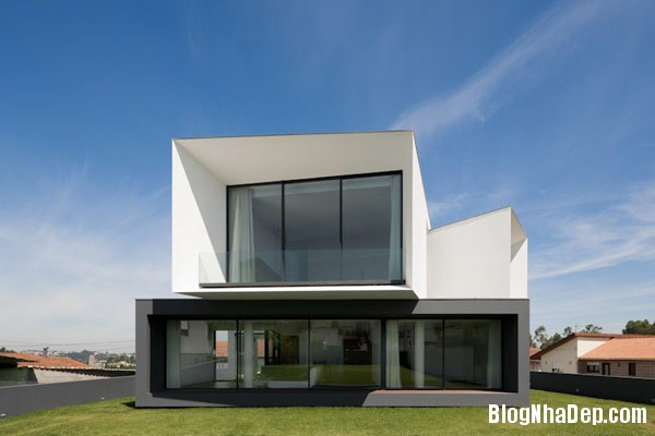 Mau Nha 2 Tang Dep 29205 Mẫu Nhà Roque House Với Mặt Tiền 2 Hướng ở Oliveira de Azemeis, Bồ Đào Nha