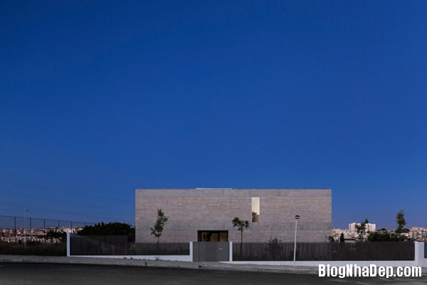 Mau Nha 2 Tang Dep 29311 Mẫu Nhà Đẹp Với Tường Bằng Bê Tông Ở Lisbon, Bồ Đào Nha