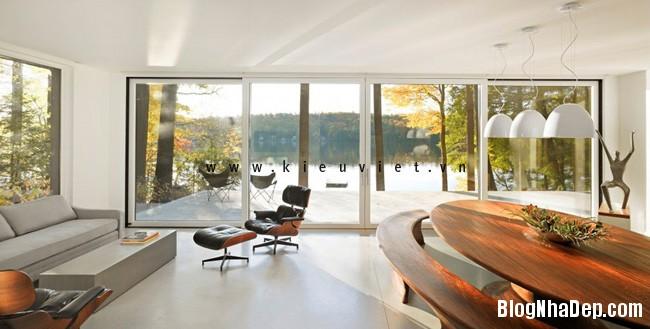 Lake House 3 Ngôi nhà Cantilever Lake House nổi bật giữa khung cảnh rừng cây và hồ nước