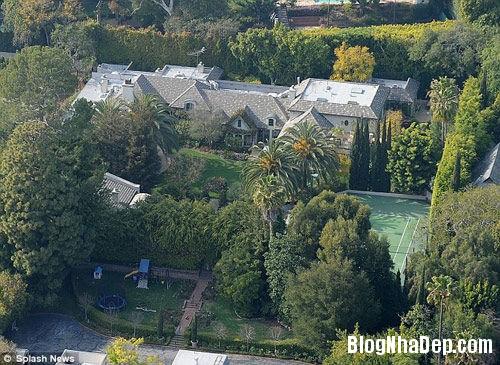 20131028020046442 Nữ hoàng nhạc pop Madonna rao bán ăn biệt thự ở Beverly Hills