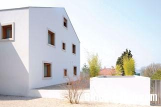 20131224012942682 Ngôi nhà màu trắng tinh khiết ở trung tâm Geneva