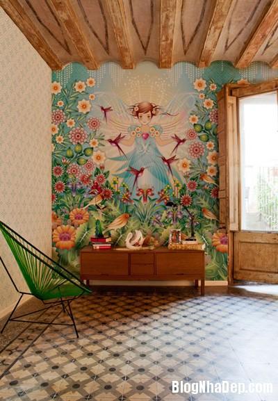 20140514084548003 Phòng khách ấn tượng với giấy dán tường và tranh cổ điển