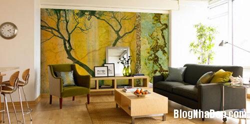 20140514084550795 Phòng khách ấn tượng với giấy dán tường và tranh cổ điển
