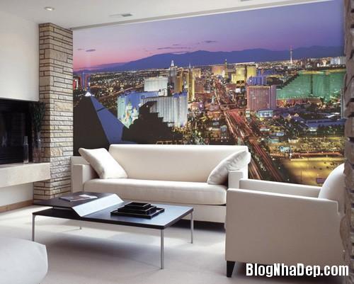 20140514084558861 Phòng khách ấn tượng với giấy dán tường và tranh cổ điển