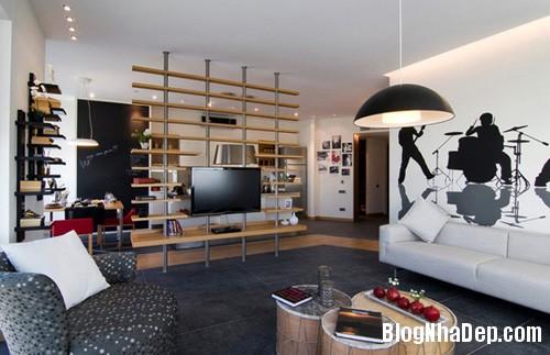 20140514084605272 Phòng khách ấn tượng với giấy dán tường và tranh cổ điển