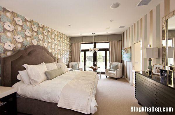 Charming Bedroom with Verti Trang trí nội thất nhà bằng họa tiết kẻ sọc