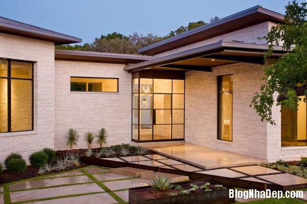 Courtyard 600x400  Blanco House   Không gian sống tuyệt vời cho bất cứ ai