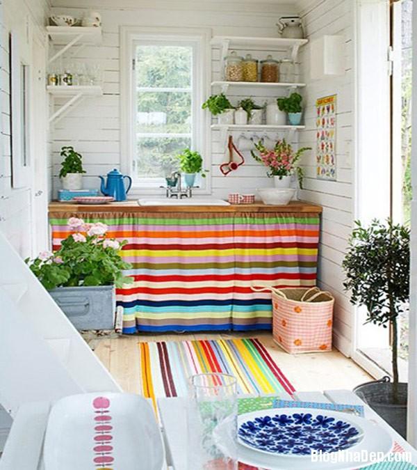 Kitchen In Colorful Stripes Trang trí nội thất nhà bằng họa tiết kẻ sọc