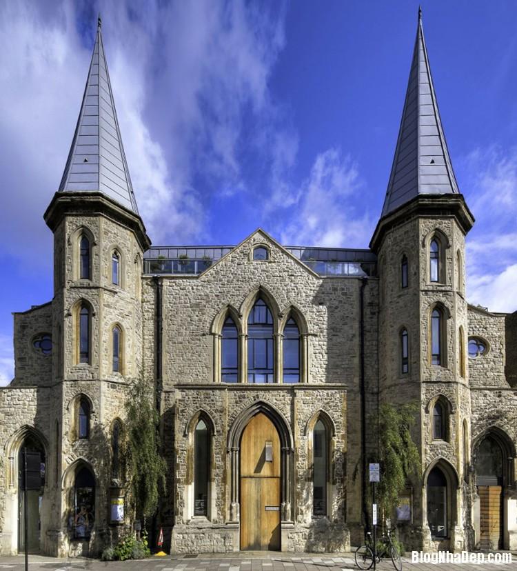 file 01044 Biệt thự sang trọng được chuyển đổi từ nhà thờ