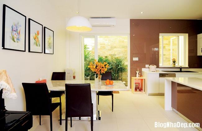 file 01424 Căn nhà đơn giản dễ thương và nữ tính nơi góc phố