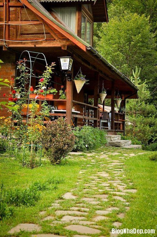 file 0221 Ngôi nhà thanh bình dưới chân núi