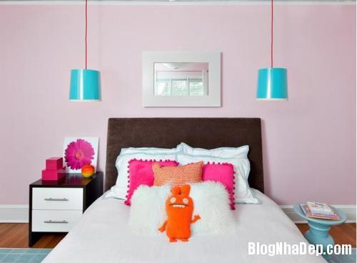 phong ngu mau hong 2 Nhẹ nhàng quyến rũ với gam màu hồng tô điểm phòng ngủ