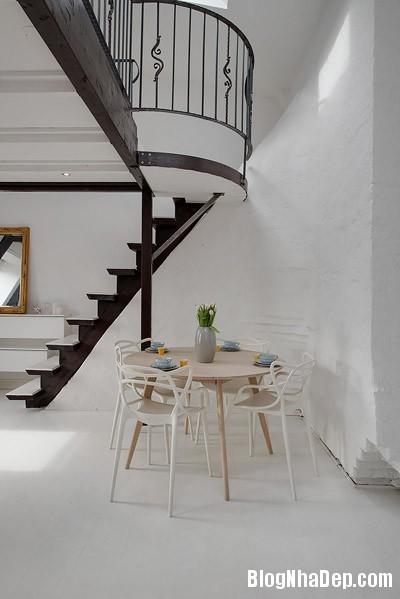 20140624112133 image013 Không gian trắng tinh trong căn hộ gác mái ở Thụy Điển