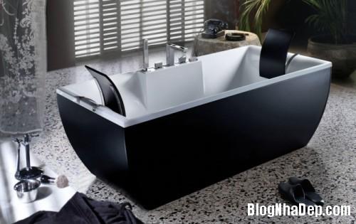 black and white bathtub 665x420 500x3151 Mê mẩn với những thiết kế phòng tắm đẹp như ở spa