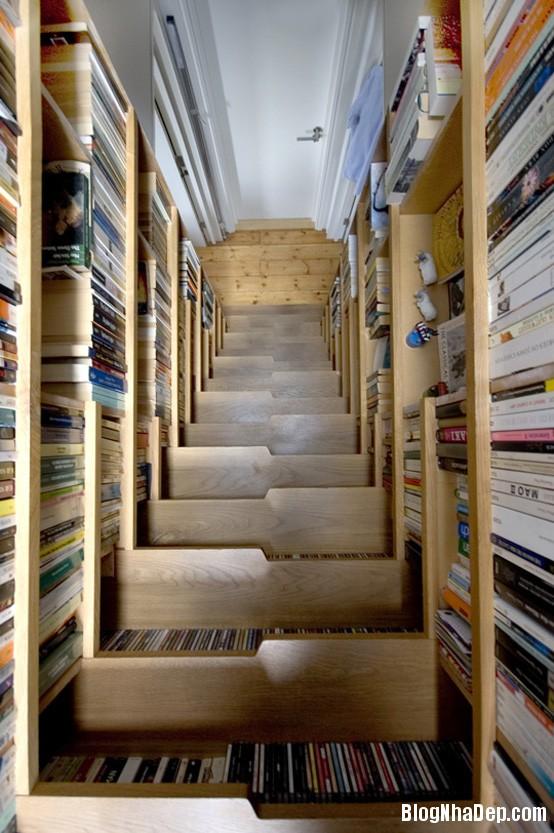 book storing staircase Những mẫu cầu thang tiết kiệm diện tích cho nhà nhỏ