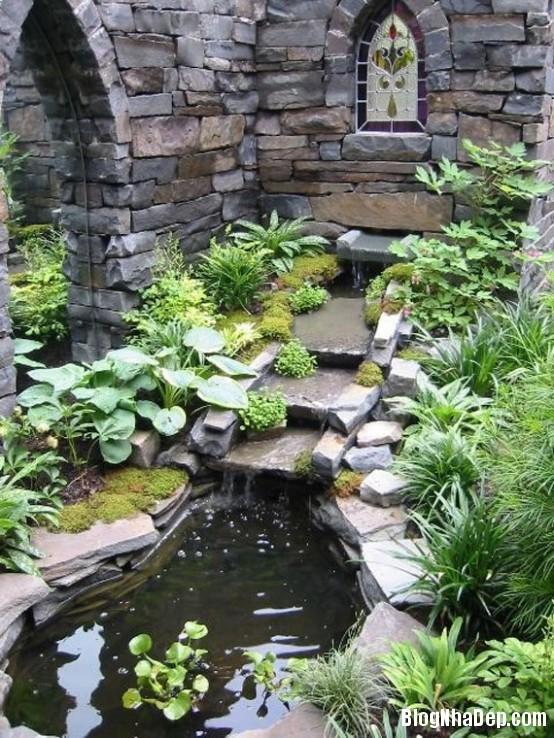 file 01014 Bài trí ao nước róc rách cho khu vườn