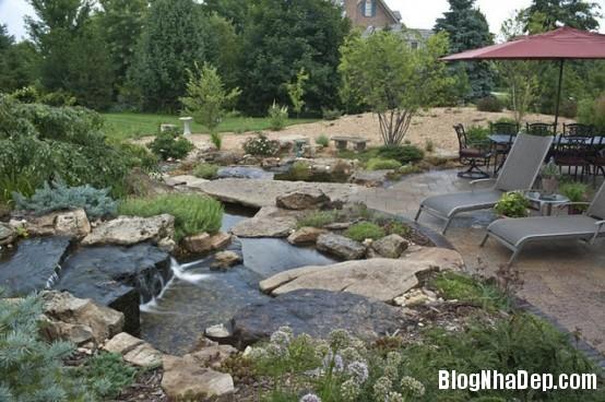 file 0183 Bài trí ao nước róc rách cho khu vườn