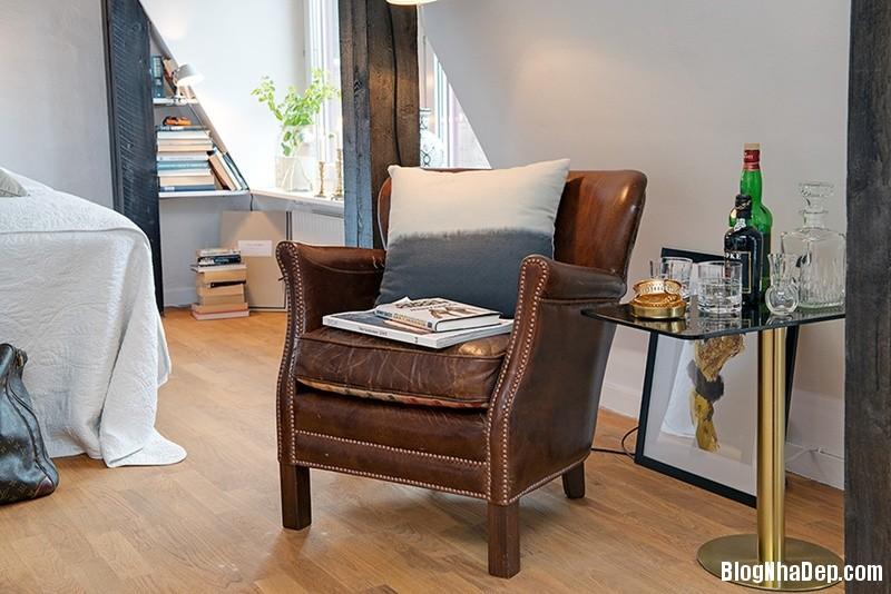 gac mai 11 9c3b6 Căn hộ áp mái với dầm gỗ và nội thất vô cùng quyến rũ