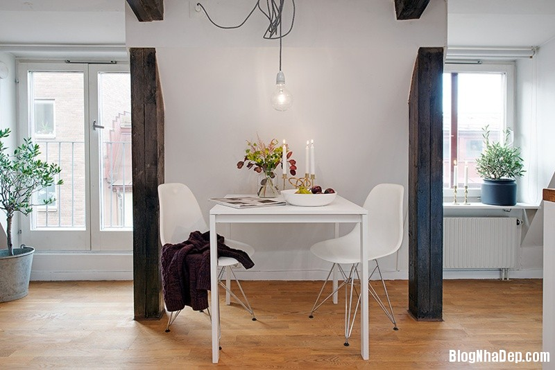 gac mai 14 9c3b6 Căn hộ áp mái với dầm gỗ và nội thất vô cùng quyến rũ