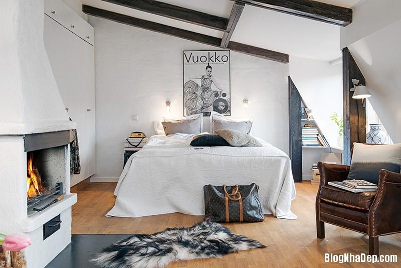 gac mai 5 9c3b6 Căn hộ áp mái với dầm gỗ và nội thất vô cùng quyến rũ
