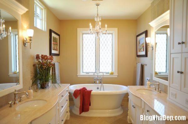 luxury chandelier1 Ý tưởng bài trí cho phòng tắm nhỏ