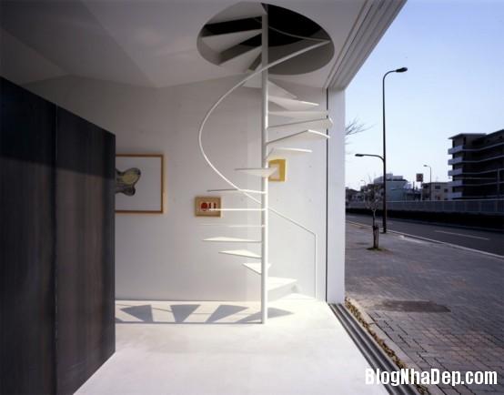 minimalist spiral staircase1 554x434 Những mẫu cầu thang tiết kiệm diện tích cho nhà nhỏ