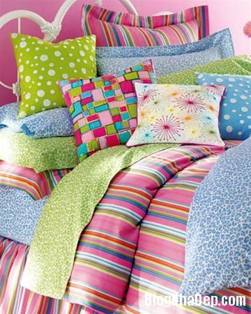 qh 20091016 nd 57 Phòng ngủ mùa hè thêm mát với họa tiết kẻ sọc