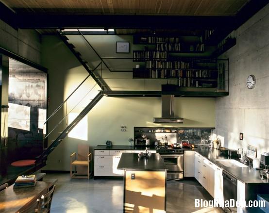 thin staircase combined with cooking hood and book storage 554x439 Những mẫu cầu thang tiết kiệm diện tích cho nhà nhỏ