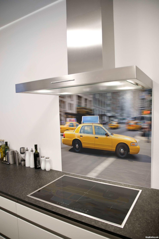20140717032452781 Sử dụng kính cường lực in hình trong thiết kế bếp hiện đại