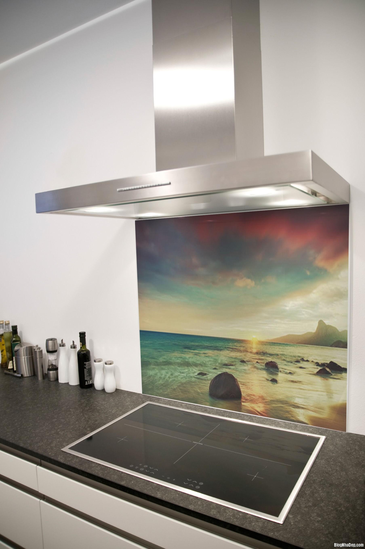 20140717032453436 Sử dụng kính cường lực in hình trong thiết kế bếp hiện đại