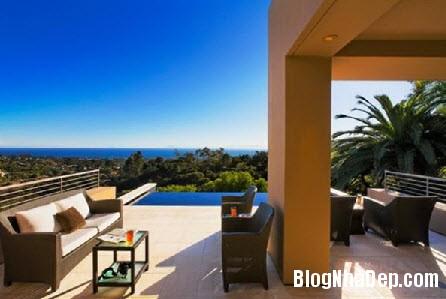 biet thu hien dai ben bo bien 3 Ngôi biệt thự hướng ra biển với những cửa kính trong suốt