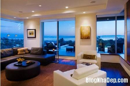 biet thu hien dai ben bo bien 4 Ngôi biệt thự hướng ra biển với những cửa kính trong suốt