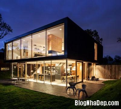 nha sau lop co 3 Ngôi nhà hiện đại ẩn mình sau đám cỏ xanh mướt