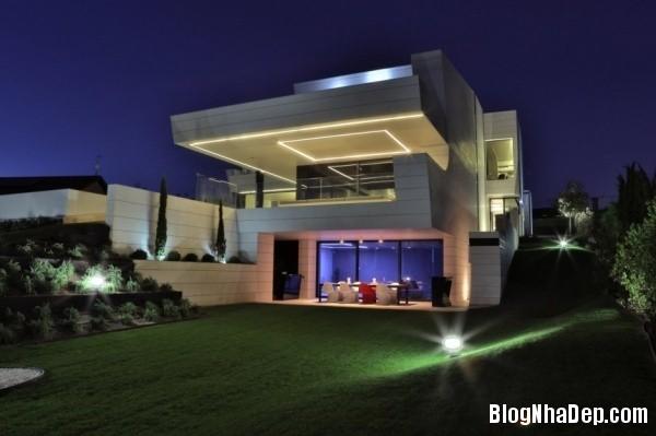 f75b334f2fc18be13c435582fad5239e Ngôi nhà hiện đại với kiến trúc độc đáo cùng khu vườn xinh xắn bên ngoài