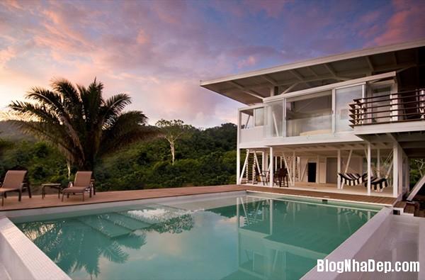 1cf5bf403d35af63d93ed34d525de457 Ngôi nhà với kiến trúc tối giản này ẩn mình giữa thiên nhiên hùng vĩ, xanh mát