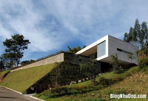 200194a376dd9eae3fa031e540c4b42c Ngôi nhà ấn tượng với vị trí nằm cheo leo ngay bên sườn đồi xanh mát của vùng Medellin, Colombia