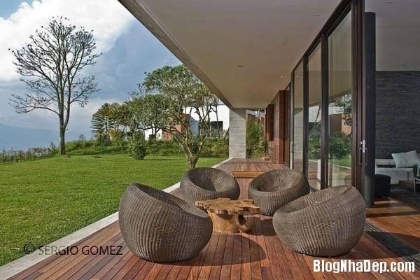 62d746a55f4c23a4f8aac9637878a718 Ngôi nhà ấn tượng với vị trí nằm cheo leo ngay bên sườn đồi xanh mát của vùng Medellin, Colombia