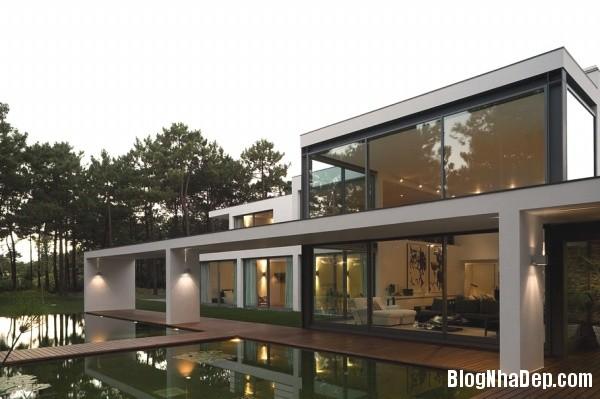 97eea4041b1fe10a53d8d22401688762 Ngôi nhà hiện đại lọt thỏm giữa thiên nhiên xinh đẹp và quyến rũ