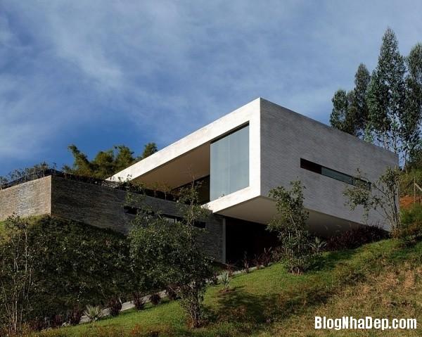 d5166e94a62b27bc4502b06b6ae78076 Ngôi nhà ấn tượng với vị trí nằm cheo leo ngay bên sườn đồi xanh mát của vùng Medellin, Colombia