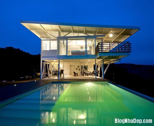 de983c05b9dd2855cdeb90e096f4ddd4 Ngôi nhà với kiến trúc tối giản này ẩn mình giữa thiên nhiên hùng vĩ, xanh mát