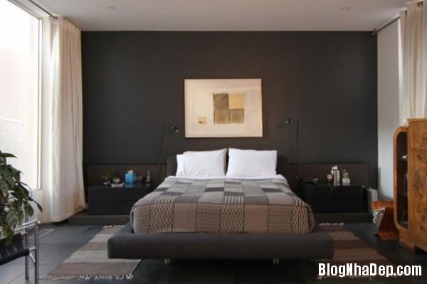8a73b4fd63e245c40c6302820b13e6af Bức tường màu đen cá tính trong phòng ngủ