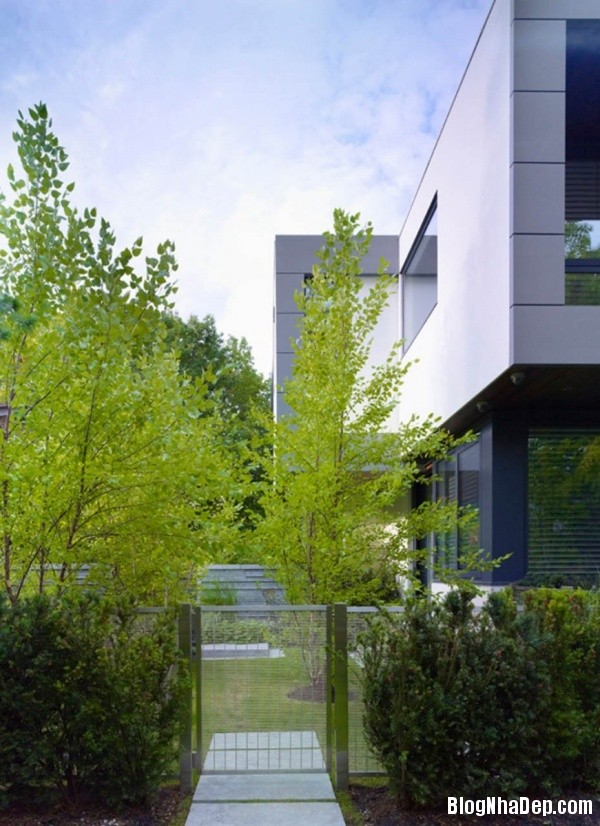 bf574f40b3056c09e96658c2a7c9641a Ngôi nhà nguy nga nằm giữa không gian xanh mát tại Toronto, Canada